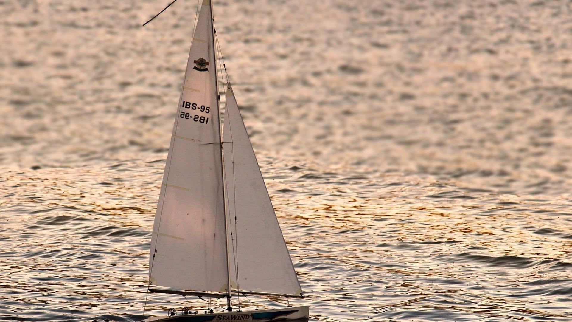 Vacances en bord de mer: pourquoi louer un voilier?